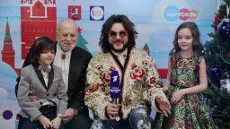 Филипп Киркоров с детьми поздравляют телеканал «Карусель» с Новым годом